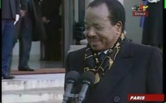 Paul Biya sur le perron de l'Elysée le 30 janvier 2013
