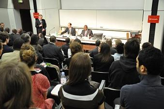 Le premier ministre ivoirien Daniel Kablan Duncan lors de son intervention à Sciences Po