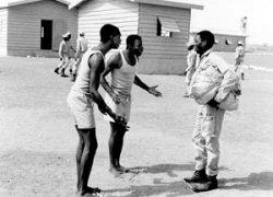 Des images de ''tirailleurs''au Camp de Thiaroye extraites du film ''Camp de Thiaroye''(1988) de Sembène Ousmane