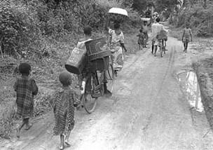 Des réfugiés biafrais quittant Owerri en octobre 1968
