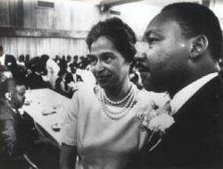 Rosa Parks et Martin Luther King lors d'une réception en l'honneur de Rosa Parks, le 10 Août 1965