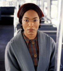 Angela Basset dans le rôle de Rosa Parks