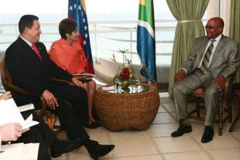 Hugo Chavez recevant le président sud-africain Jacob Zuma