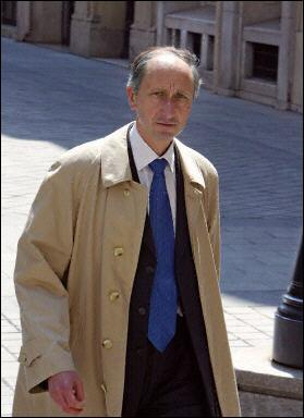 Philippe Courroye, le juge a signé le 5 avril une ordonnance de renvoi devant le tribunal correctionnel de Paris des 42 personnes soupçonnées d'être impliquées dans l'affaire «Angolagate».