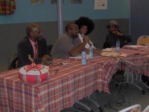 Des membres du collectif pour le créole au bac dans l'hexagone, dont la comédienne Souria Adèle