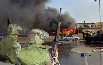 Des soldats de la garde nationale américaine lors des émeutes le 30 avril 1992