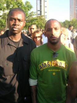 Hamed Daye (membre du Secteur Ä) et Stomy Bugsy lors de la manifestation du 30 Août