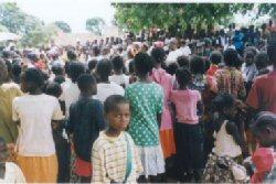 Op�rations de sensibilisation du public � Dolisie au Congo avant l�installation des moustiquaires