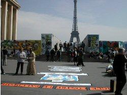 Manifestation contre le paludisme le 25 avril 2002 � la place du Trocad�ro � Paris avec le soutien de l�OMS