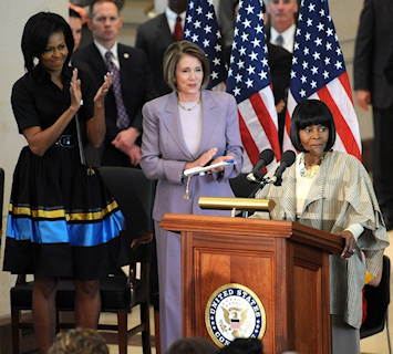 Michelle Obama et Nancy Pelosi �coutent Cicely Tyson