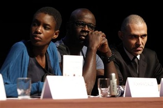 Rokhaya Diallo en compagnie de Lilian Thuram et François Durpaire