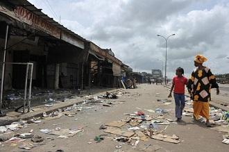 Une rue du quartier d'Abobo après des jours de combats entre militaires pro Gbagbo et groupes armés pro Ouattara