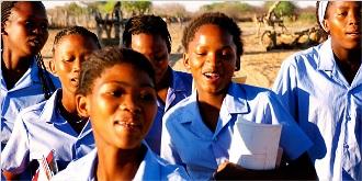 Des jeunes filles en Namibie