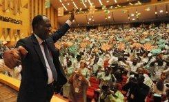 L'ancien premier ministre ivoirien Alassane Dramane Ouattara,présente son programme à Yamoussoukro, le 4 octobre 2008