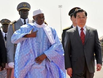 Le président chinois Hu Jintao lors d'une visite au Sénégal