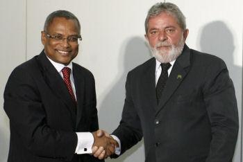 Le président brésilien Lula et le premier ministre du Cap Vert Jose Maria Neves le 13 octobre 2009