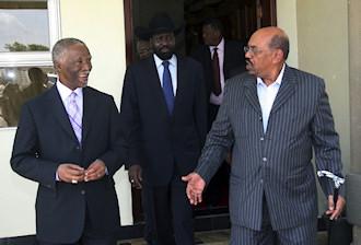 Le médiateur de l'U.A Thabo Mbeki avec les présidents des deux Soudan