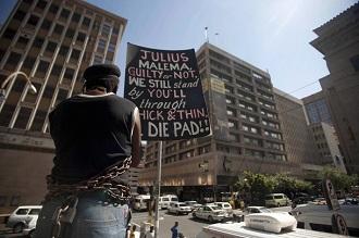 Golden Miles Budu, un soutien de Julius Malema s'enchaîne pour le soutenir le 10 novembre 2011