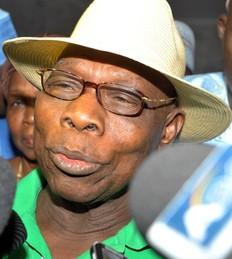Olusegun Obasanjo à son arrivée à Dakar le 21 février 2012