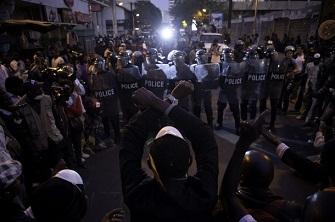 Confrontation entre policiers et manifestants à Dakar le 23 février 2012