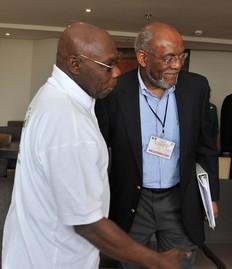 Olusegun Obasanjo et Johnnie Carson le 26 février 2012 à Dakar