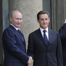 Vladimir Poutine et Nicolas Sarkozy le 21 juin 2011 � l'Elys�e