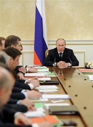 Vladimir Poutine préside un conseil des ministre le mercredi 7 mars 2012