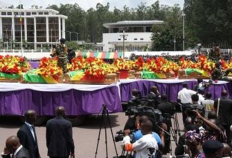 Cercueils de victimes de l'explosion du dépôt d'armes de Mpila