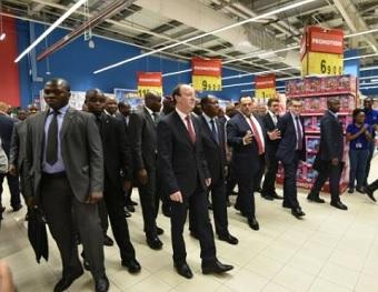 Alassane Ouattara lors de l'inauguration du centre commercial PlaYce