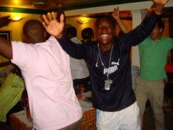 Les supporters Camerounais en liesse après le premier but de la rencontre