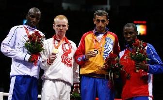 Daouda Sow (argent), Alexey Tishchenko (médaille d'or), Hrachik Javakhyan (Arménie) et Yordenis Ugas (Cuba), médaillés de bronze