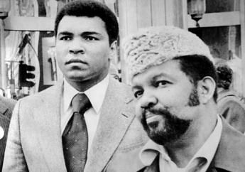 Mohammed Ali et Jabir Herbert Muhammad ici en 1977