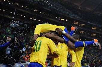 Les brésiliens se réjouissent après un de leurs buts face à la Côte d'Ivoire