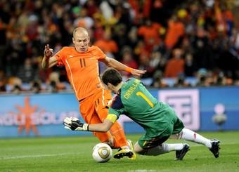 Arjen Robben face à Iker Casillas
