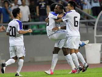 Didier Drogba célèbre l'égalisation de Shangai avec ses coéquipiers