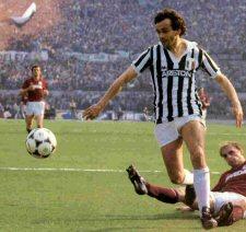 Petit fils d'italiens originaire du Piemont, Michel Platini termina sa carrière en Italie à la Juventus de Turin