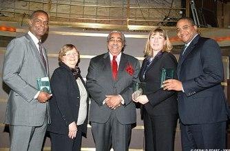 Clarence Otis en février 2008 lors d'une remise de trophées de la diversité par la New York Urban League