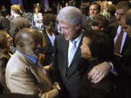 Clarence Avant avec Bill Clinton et Debra Lee, pr�sidente de B.E.T