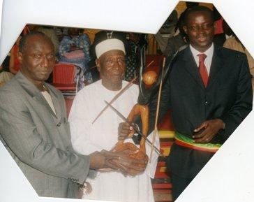 M. Birame Diouf, Ministre d ela culture Sénegal, Joseph Ndiaye ,  conservateur de la maison esclaves, Augustin Senghor, maire de Gorée,  2005