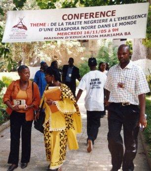 P. Herzberger-Fofana et des participants a la conférence