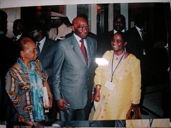 le président sénéglais Abdoulaye Wade avec Mme Alice Sainlo et P Herzberger-Fofana