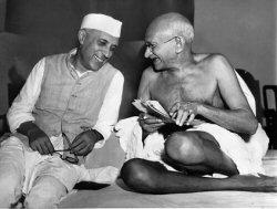 Gandhi con Nehru