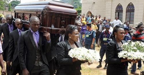 Le cercueil de Chinua Achebe jeudi 23 mai 2013 à Ogidi