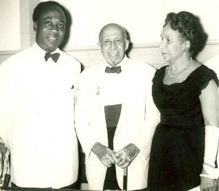 Kwame Nkrumah en compagnie de W.E.B Du Bois et son épouse
