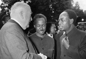 En compagnie de Nkrumah et du ministre australien Robert Menzies avant une conférence du Commonwealth en juin 1965