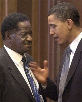 En compagnie d'un de ses mentors, Emil Jones Jr, président du sénat local dans l'Illinois. Jones aida Obama à faire passer des lois importantes