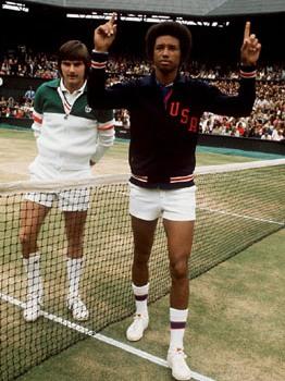 Lors de la finale 1975 de Wimbledon face à Jimmy Connors