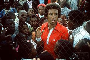 Lors de sa 1ère visite dans une Afrique du Sud sous ségrégation raciale en 1973 avec des habitants de Soweto