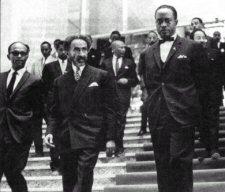 Le Négus Haile Séassié au centre avec Diallo Telli premier secrétaire général de l'OUA