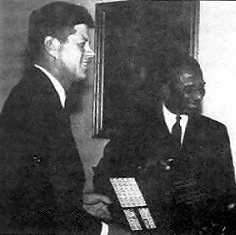 Sylvanus Olympio et John Kennedy en mars 1962